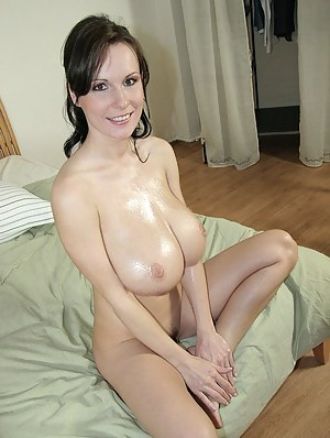 Oiled MILF Porn Pictures