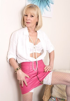 MILF Leather Porn Pictures