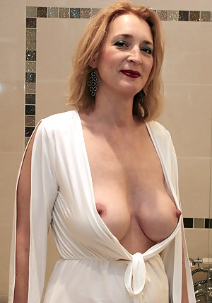 woman big butt nude