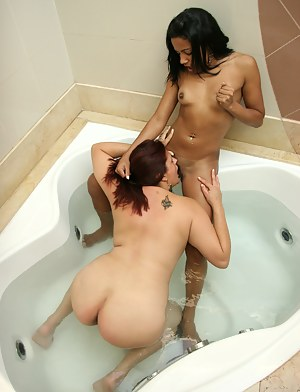 Lesbian MILF Interracial Porn Pictures
